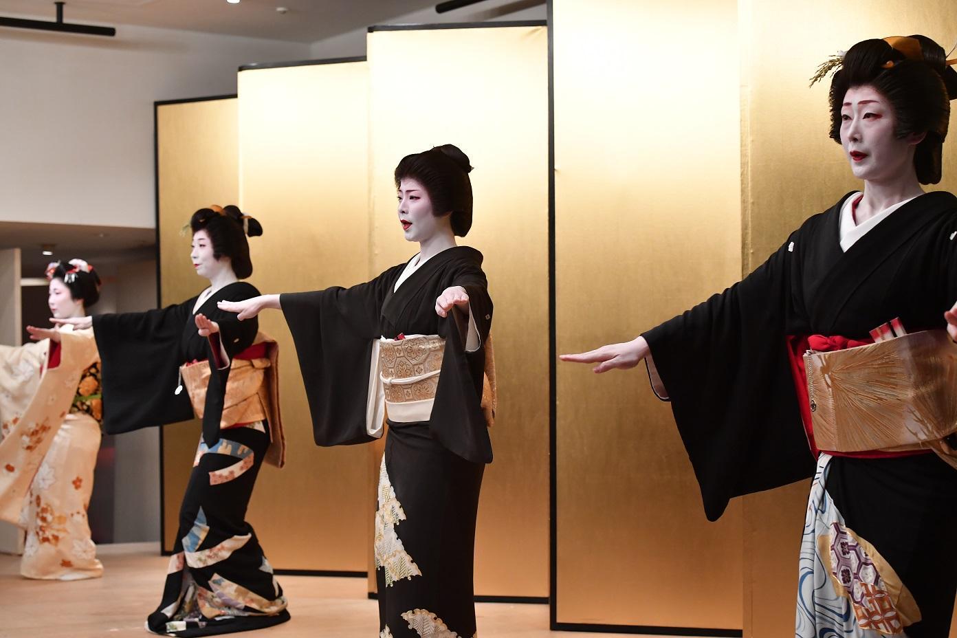 1芸者衆お踊り (4).jpg