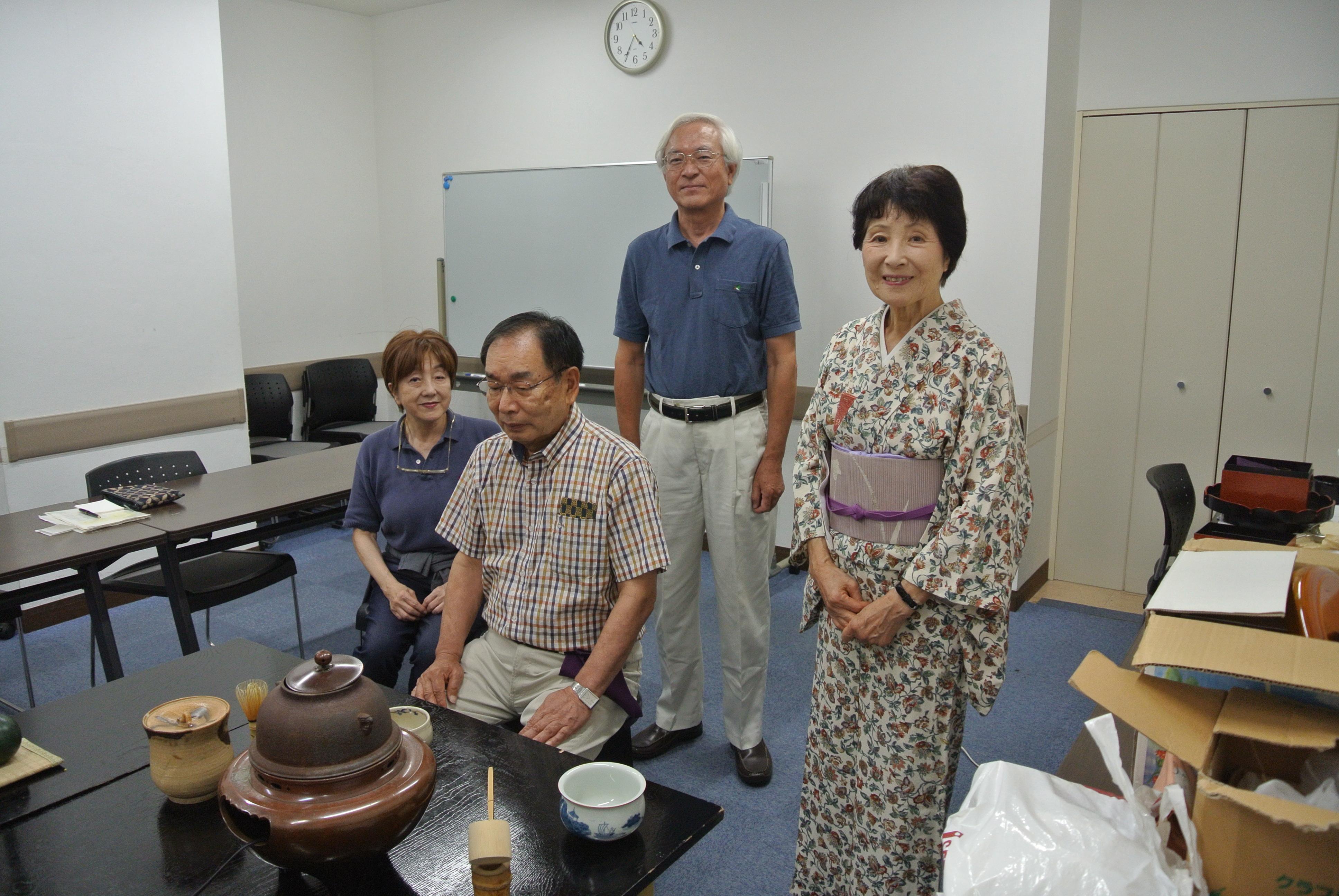 70和室でもイスで楽しむ茶の湯.JPG